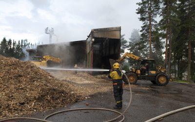 Tulipalo teki tuhojaan Petäjäveden Energian lämpölaitoksella