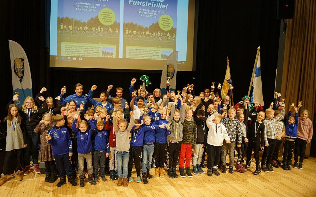 Petäjäiset palkitsi urheilijoitaan hiihtolegendan, kunnan juhlavuoden sekä uuden puheenjohtajansa siivittämänä