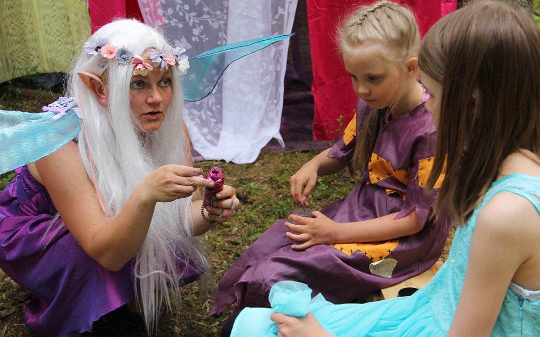 Lapset auttoivat keijut ja menninkäiset sopuun Furuvatnin kevätseikkailussa