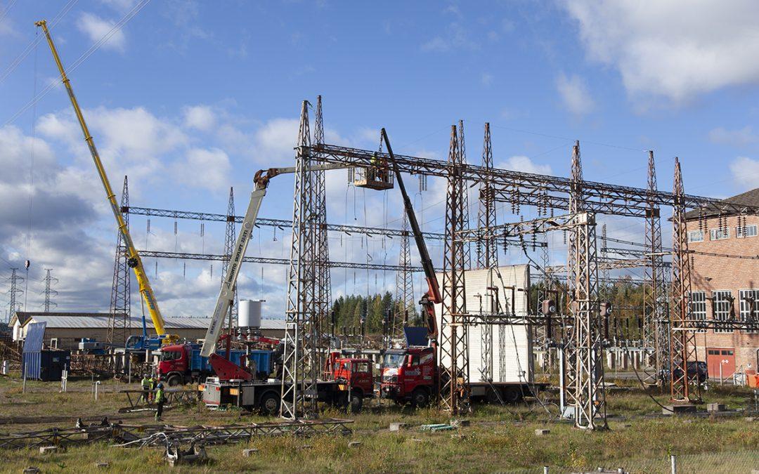 Pala sähkönsiirron historiaa poistuu maisemasta