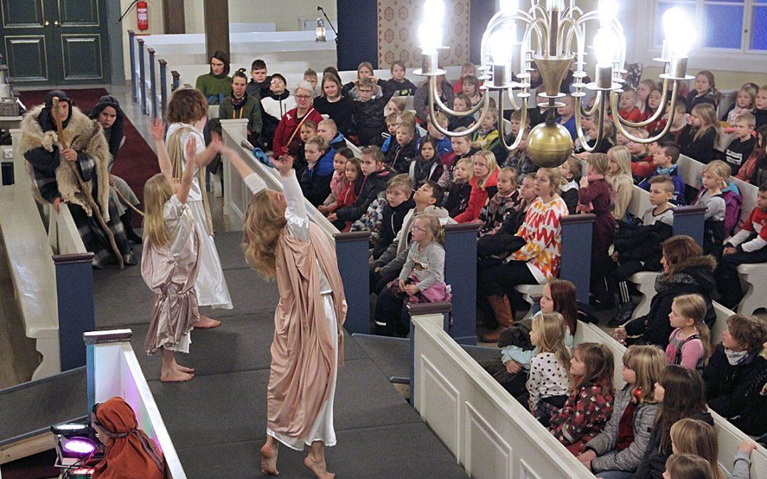 Joulunäytelmä Ihmeellinen ilo on monessa mielessä suuri tapaus